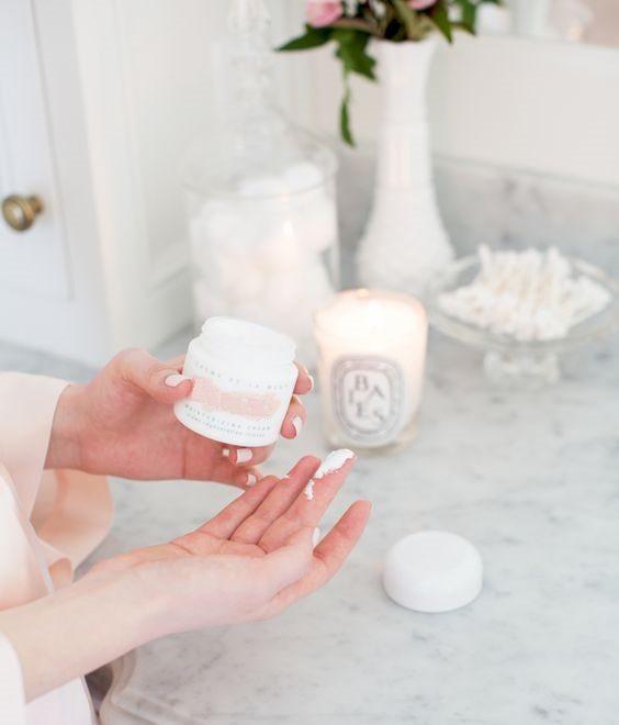Nên dưỡng ẩm cho da trước khi serum